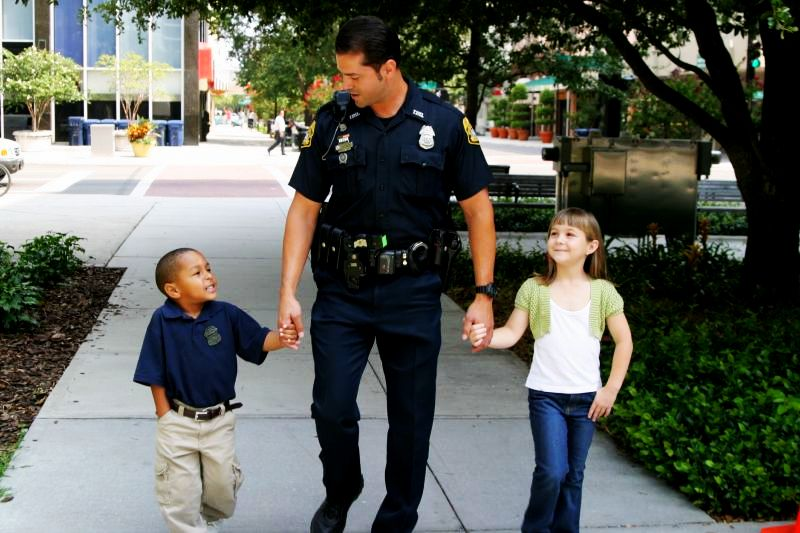 Police-with-kids1[1]